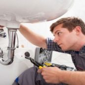 What is an emergency plumber?