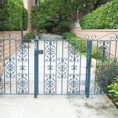 Learn the Advantages of Having a Remote Control Gate